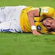 brazilia in stare de soc neymar a suferit o fractura vertebrala
