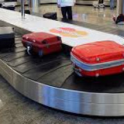 trei angajati tarom au fost retinuti fiind banuiti ca ar fi furat din bagaje