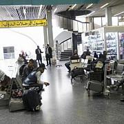 libia confruntari in preajma aeroportului din tripoli cursele aeriene au fost suspendate
