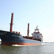 marinari romani in greva pe o nava comerciala ancorata intr-un port din canada