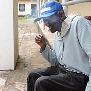 are 126 de ani este necasatorit si fumeaza un pachet de tigari pe zi