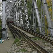 podul feroviar de pe ruta ploiesti-urziceni in pericol de alunecare