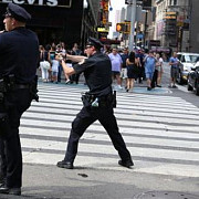 incident armat in new york trei politisti au fost raniti