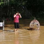 inundatiile dau bine la public ministrii cabinetului ponta se intrec in declaratii halucinante