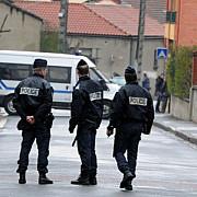 un roman a fost impuscat mortal de un politist in apropiere de paris