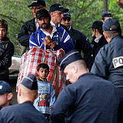 aproape 800 de romi din romania evacuati din franta