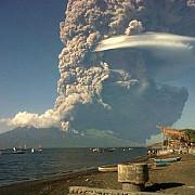 eruptie spectaculoasa in indonezia mai multe zboruri in regiune au fost anulate