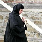 chiliile si biserica de la manastirea ratesti au inceput sa se darame din cauza ploilor