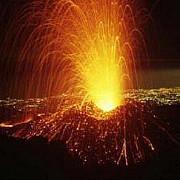 vulcanul etna a erupt din nou aeroportul din catania inchis video