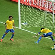 cand fotbalul iubeste mixajul de samba si cielito lindo