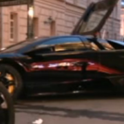 accident lamborghini parcat intr-o vitrina din moscova