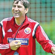 piturca salariu mai mare decat antrenorii bosniei croatiei sau mexicului
