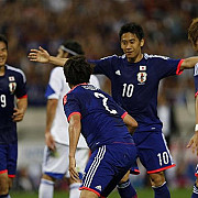 fotbal meschin cu greci si japonezi