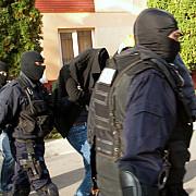 trei magistrati suspectati de luare mita ridicati si adusi la dna bucuresti