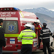 trei raniti in urma unui accident in lant in care a fost implicat si un autocar cu turisti