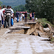 pericol de inundatii si drumuri judetene afectate de alunecari