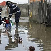 isu a intervenit pentru evacuarea apei din gospodariile prahovenilor