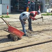 sinele de tramvai pot fi demontate si cu tarnacopul