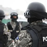 grupare specializata in inselaciuni cu masini de cusut destructurata de politistii prahoveni