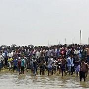 bangladesh un feribot care transporta circa 200 de persoane s-a scufundat