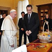 o poza cu papa mai tare decat criza din ucraina