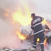 o limuzina a luat foc intr-o parcare plina de masini din galati