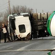 cisterna rasturnata pe un drum national