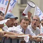 sindicalistii din industrie protesteaza in fata guvernului