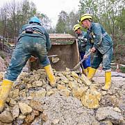 aproape 400 de angajati ai rosia montana gold corporation aflati in somaj tehnic vor fi disponibilizati