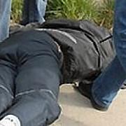 trei elevi batuti in curtea liceului
