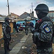politistii efectueaza 17 perchezitii la persoane banuite de furturi din locuinte