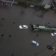 cod rosu de ploi la roma ploi abundente furtuni si inundatii in intreaga italie
