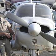 un avion de mici dimensiuni a aterizat pe o autostrada din arizona