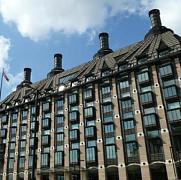 o parte a parlamentului britanic a fost evacuat de urgenta