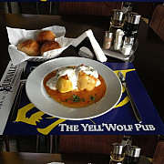 yell wolf pub te asteapta cu meniul zilei stii sa prepari dovlecei umpluti