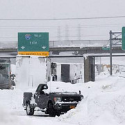ninsori severe in nord-estul statelor unite in new york s-a instituit starea de urgenta
