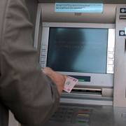 afacerea bancomatul cat iti iau bancile din cont la fiecare operatiune