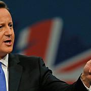 problema imigrantilor premierul marii britanii ameninta cu iesirea din ue