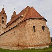 singura biserica crestina din romania cu o semiluna pe turn