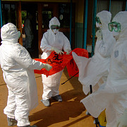 europa in alerta inca doi spanioli sub suspiciune de infectare cu ebola