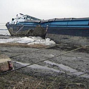 o nava cu 12 persoane a esuat in aceasta dimineata pe bratul sulina al dunarii