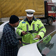 aproape 300 de contraventii constatate de politistii rutieri din prahova intr-o singura zi