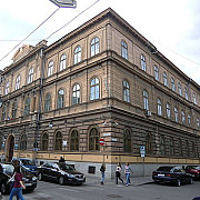 liceul din romania care a dat doi laureati ai premiului nobel