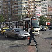 zece persoane ranite in urma coliziunii dintre un autobuz si un tramvai in bucuresti