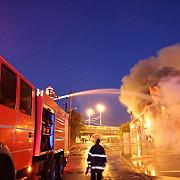 incendiu de proportii la un depozit de reziduuri toxice pompierii au intervenit cu 20 de autospeciale