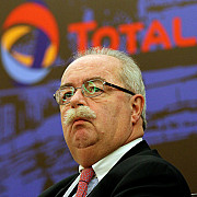 directorul grupului petrolier francez total a murit intr-un accident aviatic la moscova