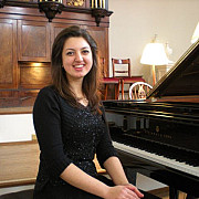 pianista alexandra dariescu concerteaza la ateneul roman de ziua regelui mihai