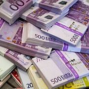 unele banci importante din lume au inceput sa taxeze depozitele in euro