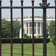 un barbat a fost arestat pe peluza casei albe dupa ce a escaladat gardul dinspre nord