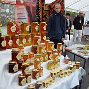 primul festival al mierii de la valeni eclipsat de un alt eveniment mai popular